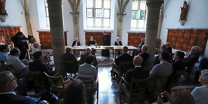 Die Schlusssitzung fand im Gotischen Saal des Domkreuzgangs statt (Foto: Bistum Trier)