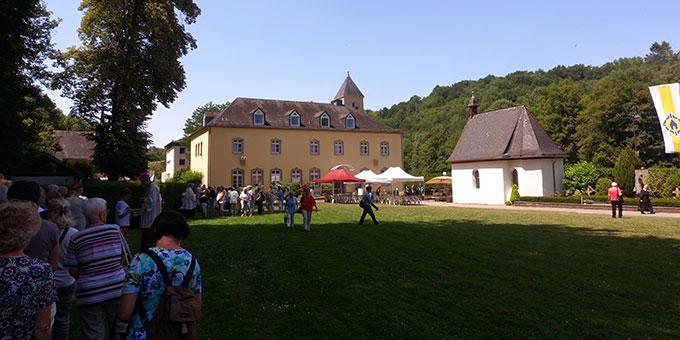 Pilger aus dem Bistum Trier kommen zur Gnadenkapelle in Schönstatt, Vallendar (Foto: Pilgerzentrale Schönstatt)