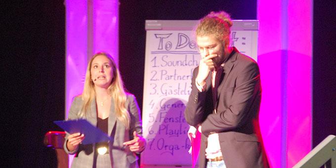 Die Moderatoren Anne und Jonas (Foto: Brehm)