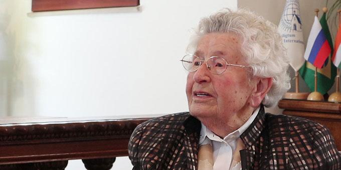 Maria Blicker erzählt vom Werden des Heiligtums (Foto: Kalicki)
