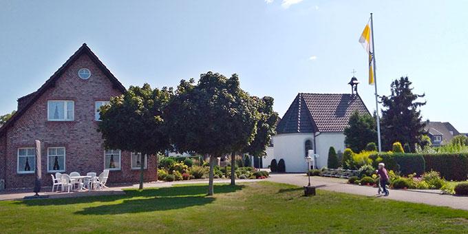 Das Schönstatt-Zentrum in Bocholt-Biemenhorst ist eine Wohlfühloase mittein in einem Wohngebiet (Foto: Kalicki)