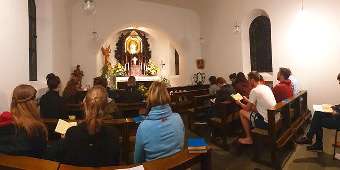 Gebetszeit im Tabor-Heiligtum (Foto: Lucas Jall)