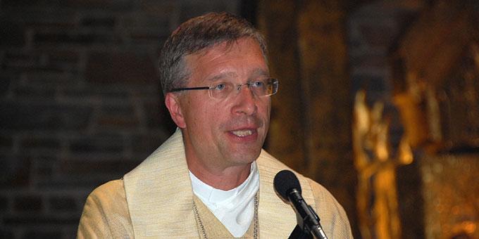 Bischof Dr. Michael Gerber, Fulda, bei der Predigt des Abschlussgottesdienstes des Hörde-Treffens in der Dreifaltigkeitskirche Berg Schönstatt, Vallendar (Foto: Brehm)