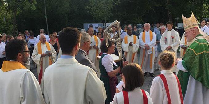 Die Schönstattfamilie des Erbistums München und Freising freute sich über den Besuch ihres Erzbischofs anlässlich des 60. Weihetages des Schönstatt-Heiligtums in der Bayrischen Metropole (Foto: Florian Kiess)