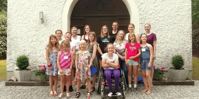 Die Teilnehmerinnen und Trägerinnen der Ferienwoche (Foto: Marike Imwalle)
