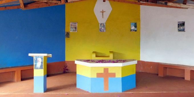 Der Gottesdienstplatz des Zentrums - der Altarraum (Foto: Förster)
