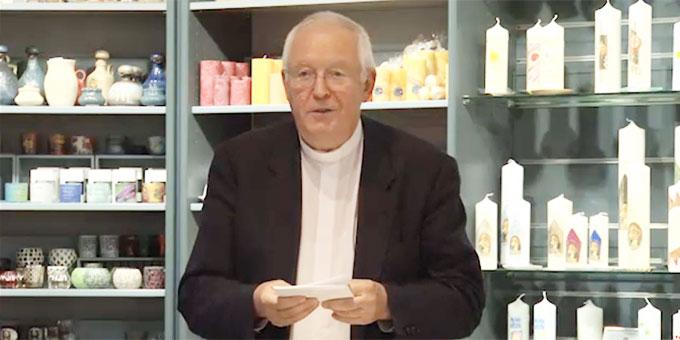 Pater Elmar Busse beim Abendtalk-Vortrag zum Thema Zivilcourage (Foto: schoenstatt-tv)