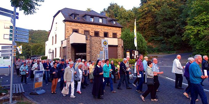 Prozession zur Gnadenkapelle in Schönstatt, Vallendar (Foto: Schönstatt Pilgerzentrale)