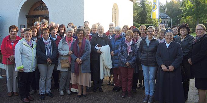 Die KonferenzGemeinschaft am Urheiligtum (Foto: Zürrlein)
