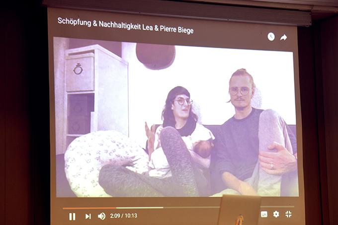 Statement: Lea und Pierre Biege aus der Schweiz per Video (Foto: Kröper)