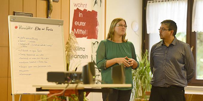 """Die Ergebnisse von vier Arbeitsgruppen einer """"Klimakonferenz"""" werden vorgestellt  (Foto: Kröper)"""