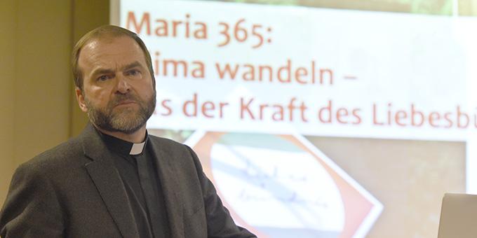 ... und Pater Stefan Strecker (Foto: Kröper)