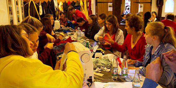 Der Upcycling-Workshop stieß auf großes Interesse (Foto: Johannes Müller)