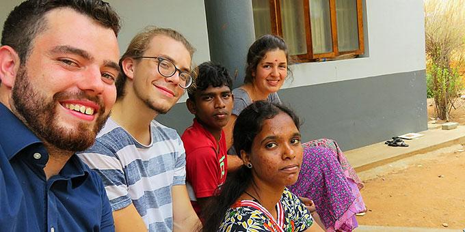 Drei Mitglieder des bewegenswert e. V. auf Begegnungsreise in Indien (Foto: Paul)
