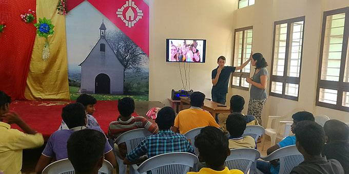 Programm mit den Jugendlichen (Foto: Paul)