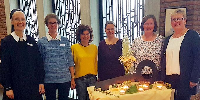 """Das """"Tag-der-Frau-Team"""" in Borken freute sich über 80 Teilnehmerinnen, die dieses Angebot der Schönstattbewegung Frauen und Mütter wahrgenommen haben (Foto: Peitz)"""