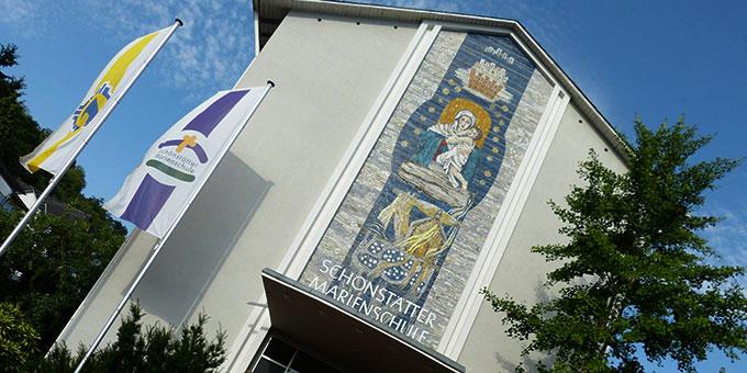 Haupteingang der Schönstätter Marienschule in Vallendar (Foto: Schönstätter Marienschule facebook)