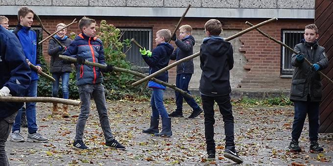 Auch der Stockkampf wurde geübt (Foto: Andreas Mergler)