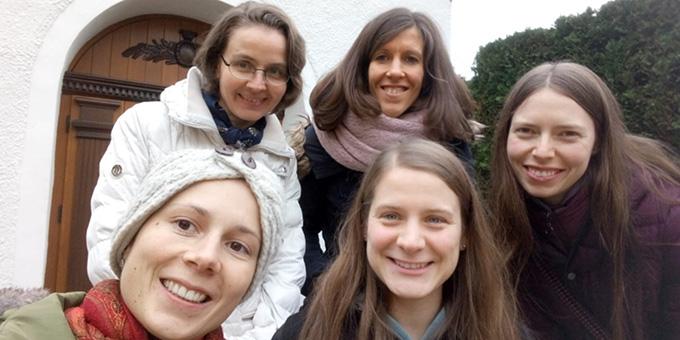 Die aktuellen Mitglieder der MOMENT-Redaktion am Urheiligtum in Schönstatt, Vallendar (Foto: MOMENT-Redaktion)