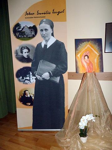 Ein Aufsteller machte Schwester M. Emilie Engel präsent (Foto: Mayer)