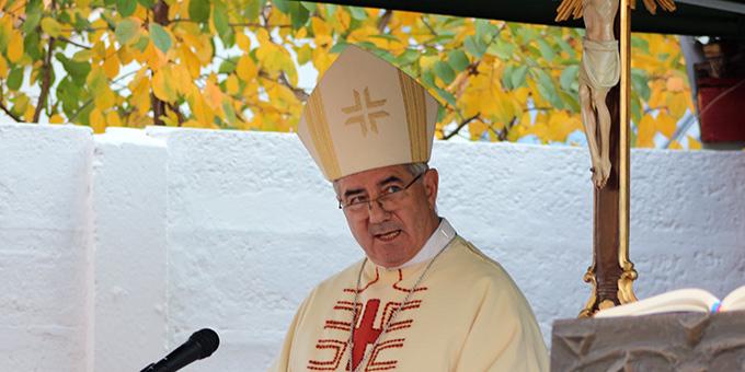 Bischof József-Csaba Pál feierte den Gottesdienst und nahm die Einweihung des Hauses vor (Foto: S-MS)