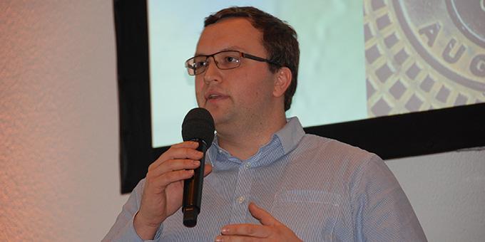 """Tobias Brehm, Vorsitzender des im Umfeld der Schönstatt-Jugend gegründeten Vereins """"bewegenswert e.V."""", sprach über seine Hoffnungen für Europa (Foto: Brehm)"""