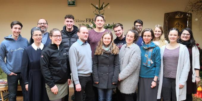 Das Kernteam der Nacht des Heiligtums 2020 traf sich im Schönstattzentrum Marienpfalz in Herxheim, vor allem um das Motto des Glaubensfestivals der Schönstattjugend im Jahr 2020 zu erarbeiten (Foto: Maria Gerber)