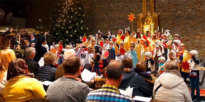 """""""10 Minuten an der Krippe"""" eine weihnachtliche Veranstaltung für die ganze Familie in der Dreifaltigkeitskirche, Berg Schönstatt, Vallendar (Foto: Pilgerzentrale)"""