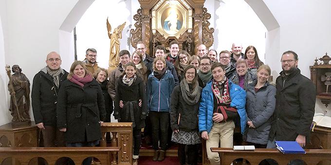 Zum Programm des Candlelight-Dinners für junge Paare gehörte auch ein Paarsegen im Schönstatt-Heiligtum (Foto: Clemens Mann)