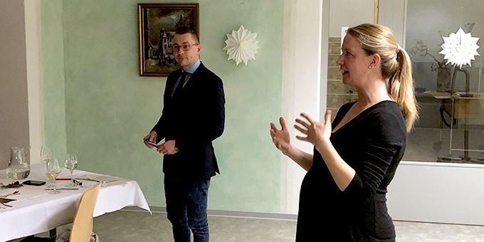 Julia und Christoph Götz sprechen über die Unterschiedlichkeit von Frau und Mann (Foto: Clemens Mann)