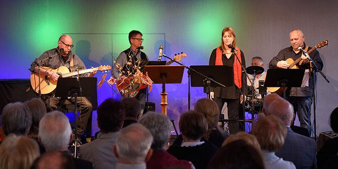 ... und genossen das inhaltliche und musikalische Programm (Foto: Klaus Kröper)