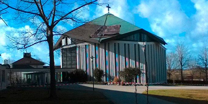 Sturm Sabine hat ein großes Stück Dach der Krönungskirche beschädigt (Foto: S-MS Liebfrauenhöhe)