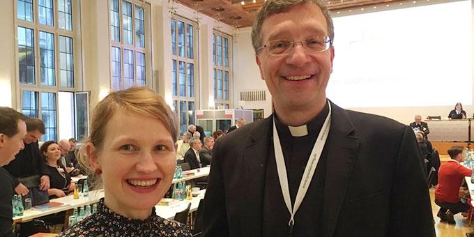 Steffi Hoffmann, Bautzen und Dr. Michael Gerber, Fulda, bei der ersten Synodalversammlung des Synodalen Weges der Kirche in Deutschland (Foto: privat)