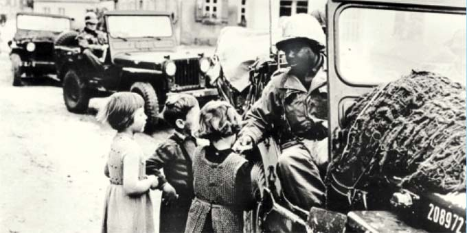 Amerikanische Truppen beim Einmarsch in Deutschland