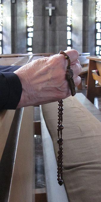 Rosenkranzgebet in den Anliegen der Menschen (Foto: SAL)