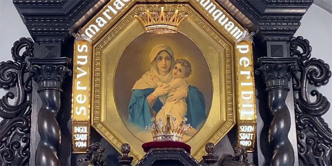 Am 15. April krönten viele Schönstätter Maria zur Königin der körperlichen und geistigen Gesundheit  (Foto: Gajardo)