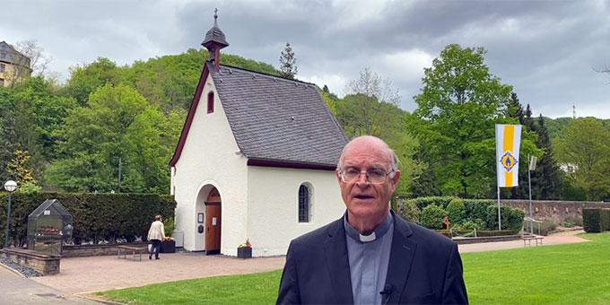 Pater Juan Pablo Catoggio sendet vom Urheiligtum in Schönstatt, Vallendar, aus eine Botschaft an die internationale Schönstattfamilie (Foto: Pablo Gajardo)