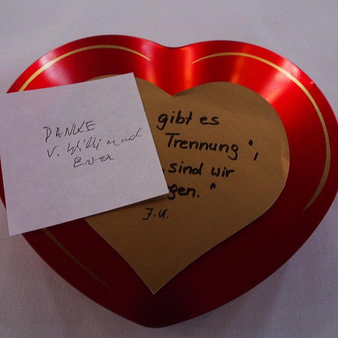 Herzdose mit Namen, Anliegen und Dank vieler Menschen (Foto: Hirscher)