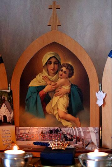 Krönung eines Bildes der pilgernden Gottesmutter (Foto: privat)