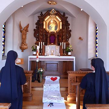 Tägliche Anbetung vor dem Allerheiligsten in den Anliegen der Menschen (Foto: Weiss)