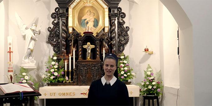 Der Gebetsbeitrag aus Schönstatt wird im Urheiligtum aufgezeichnet (Foto: Videoausschnitt)
