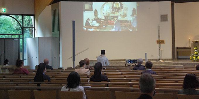 Übertragung der Feier zur Erneuerung des Liebesbündnisses aus dem Urheiligtum per Live-Stream (Foto: Brehm)
