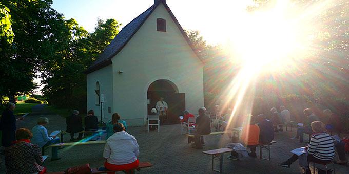 Bündnisandacht auf der Würzburger Marienhöhe bei schönster Abendsonne (Foto: Fella)