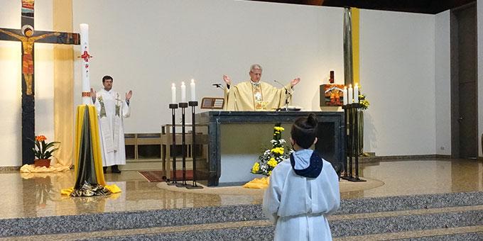 Weihbischof Dominikus Schwaderlapp, Köln, am 10. Mai 2020 beim Gottesdienst in der Pilgerkirche (Foto: Trieb)