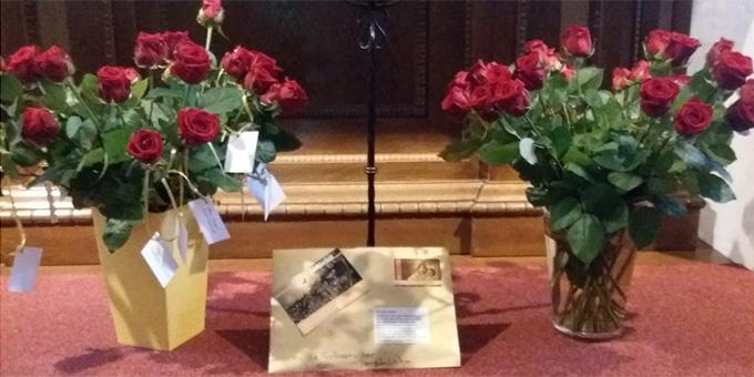 Zum Dank - 50 rote Rosen für die Gottesmutter (Foto: Neumann)
