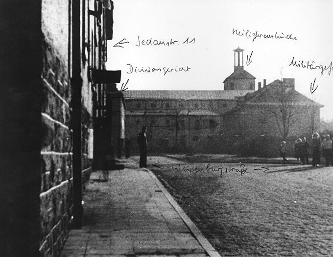 Archivfoto: Blick auf die Heiligkreuzkirche, sowie das Gerichtsgebäude in der Würzburger Sedanstraße (Foto: Archiv)