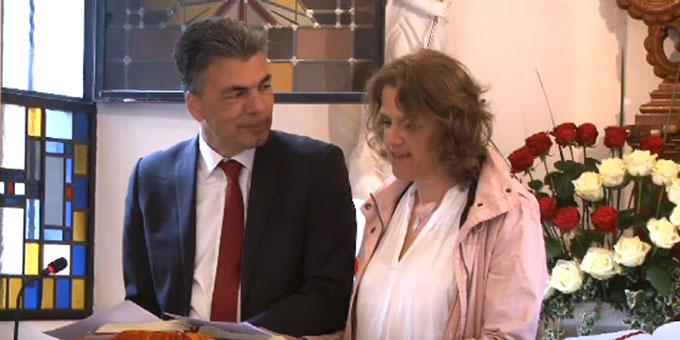 Ehepaar Diana und Lukas Schreiber, Leiter des Schönstatt-Familienbundes Deutschland, beim Festvortrag (Foto: schoenstatt-tv.de)