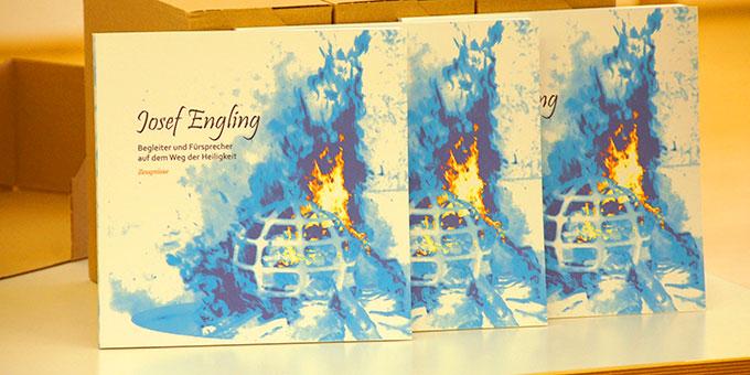 Zeugnisbuch:  Josef Engling - Begleiter und Fürsprecher auf dem Weg der Heiligkeit (Foto: Brehm)