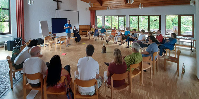 Intensiver Austausch mit Schwester M. Doria Schlickmann (Foto: Jochen Ludwig)