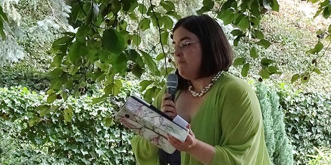 Ob Informationen über Natur und Bäume, Geschichten und Gedichte, Lieder und Musik - es gab ein abwechslungsreiches Programm für die etwa 60 Teilnehmenden (Foto: Brück)